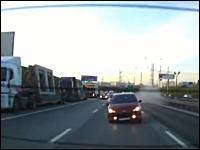 猛スピードで追突されて横転⇒火花を散らす日産エクストレイルの車載映像。