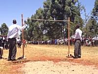 ケニアの高校生による走り高跳びがレベル高い。身体能力凄すぎワロリw