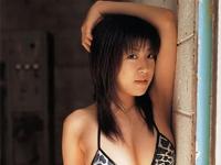 川原洋子 赤のTバック姿でシャワーを浴びながらポーズ