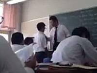 大阪の高校で先生が体罰バチーン。他の生徒が撮影して世界に向けて投稿