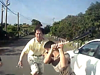 怖すぎ。トロイ車を抜いたらカラスマスクのDQN二人組にバットでボコられた動画