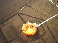 アメリカのスペースX社が開発中の垂直離着陸ロケット「Grasshopper」の試験映像