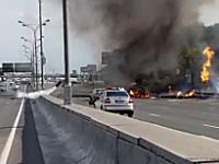 荒ぶるガスボンベ。LPガスを積んだトラックが炎上してボンベがロケットのように