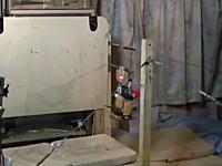 これは満点の着地。体操「機械」鉄棒で見事な4回転宙返りを決めたロボットの映像