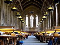 問題になりそうなイタズラ映像。静かな図書館に爆竹を仕掛けてみた・・・。