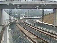 スペインで死者80人を出した列車脱線事故の瞬間の映像がアップロードされる。