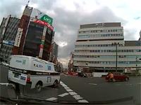 大阪には無敵状態で自転車に乗るおばちゃんがいる動画。天王寺でオラオラ横断