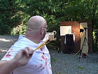 YouTube技術部で有名なおじさんが跳ね返った弾を頭部に受けて大流血