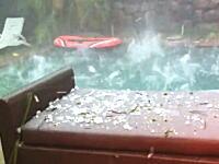 雹の嵐で我が家の庭が大変な事になっている動画。これは神さんがお怒りやで。