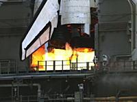 スペースシャトルのメインエンジンに点火される瞬間のスーパースローモーション