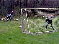 2発目HAEEEEEE!ガスキャノンでPK戦やってみた動画。サッカーボールをバーン