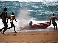 ボートから乗員が投げ出され無人ボートがフルスロットル状態で危ない
