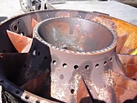 タービンエンジンはゴミになっても良い音がする動画。圧縮機の中にネジ落とし。