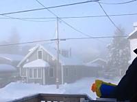 極寒の地カナダ。−41度の世界で水鉄砲を撃つとどうなる?こうなります動画
