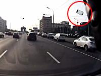 車内でライターガスを吸っていたらドーン!⇒フロントガラスが吹き飛ぶ。