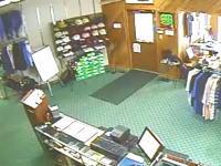 ゴルフ用品店でロンの登場の仕方が斬新すぎる11秒動画。ビリーも冷静すぎwww