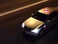 日本の覆面パトカーが卑劣すぎると海外で話題に。パトライトを隠す瞬間。