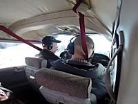 バードストライクの瞬間。ガチョウが飛行機の窓をぶち破って機内へ