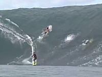 サーフィンって凄いな動画。ビル何階分!?という大波に挑むサーファーたち。