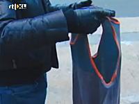 極寒のニューヨークではTシャツが数秒で凍ります動画。これはサムイな。