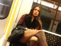 女性でも「大きなティムポ」を持った男性が向かいに座るとチラ見する!?実験