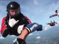 スカイダイビング中に意識を失ってしまった私を助けてくれた仲間たち。ヘルメットカメラ。