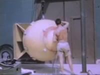 新しく公開された長崎原爆投下の未編集フィルムと被ばく調査の医療映像。再生注意。
