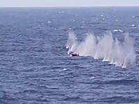 海外の軍隊ハンパない。ソマリアの海賊が乗る小さななボートがフルボッコにw