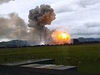 これだけ離れていても届く爆発の衝撃波。工場爆発を撮影してたらこっちがパリーン