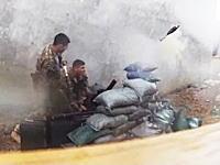 軍事動画。雨が降る中で迫撃砲を打ち込もうとするとこんな失敗もあるらしい動画。