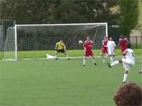 サッカーボールってこんなに曲がるものなのか。アメージングなフリーキック。