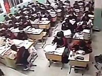 パニックになるクラスメイト。中国で授業中に生徒が自殺。その瞬間のビデオ。