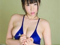 伊藤杏奈 はち切れんばかりの巨乳バストをモミモミアピール