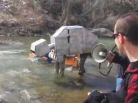 馬鹿すぎるwww手作りボートによる川下りレースでボートじゃないヤツが出場www