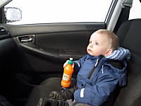初めての洗車機に驚いて目を丸くする赤ちゃんがカワイイ動画。
