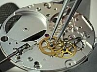 ハイテクと手作業の融合。ノモス・グラスヒュッテの機械式時計が出来上がるまで。