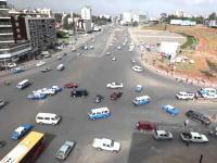 アディスアベバの交差点がカオス動画。巨大な交差点なのに信号がないムズイ。