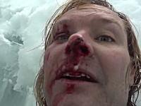 クレバスに落ちた登山家が自力で脱出するまでを記録していたビデオ。ネパール。