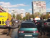 喧嘩はタイミングと勢いが命。交通トラブルで耐えていた方が大逆転勝利。