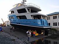 2年半かけて作られた約10億円の大型ボートが最初のランチングで転覆wwww