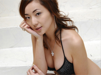 和泉由希子 シャワーを浴びながらスレンダーボディをセクシーアピール