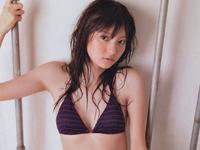 新川優愛 クルマを紹介