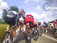 これは強虫ペダル。自転車ロードレースのゴール前スプリントをインサイドから。