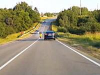 二台ともよく避けた。居眠りか自殺か。対向車線に突っ込んでくるスクーター。