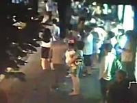 中国で路線バスが爆発して2人死亡の映像。火だるまで逃げ惑う人の姿も