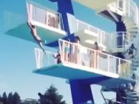 躊躇しちゃったのか。飛び込み台からのジャンプに失敗した女性が痛い事に・・・。