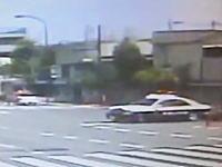 世田谷区で起きたパトカーとトヨタアクアの衝突事故の瞬間の映像が公開される。