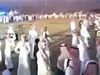 やたらと鉄砲を撃ちたがるアラブの男たちの動画の中でもこれが一番すごいw