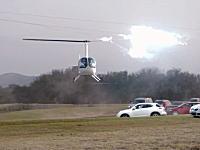 着陸間際のヘリコプターのローターが送電線と接触して危なかった動画。