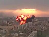 リビアの市街地に式典に参加中の戦闘機が墜落。その瞬間の映像が撮影される。